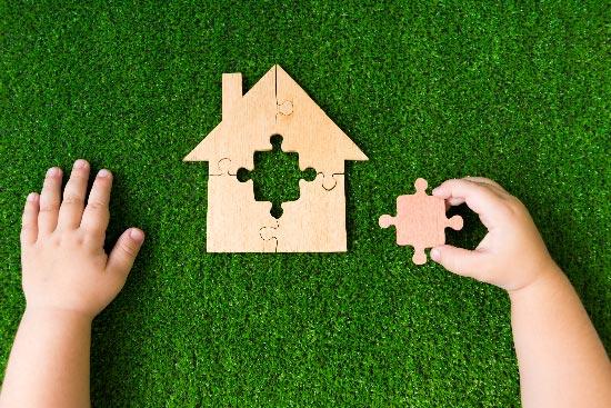 COLOURED-ARTIFICIAL-GRASS-DORSET-HAMPSHIRE-WILTSHIRE-KOLA-CONSTRACTION-HOUSE